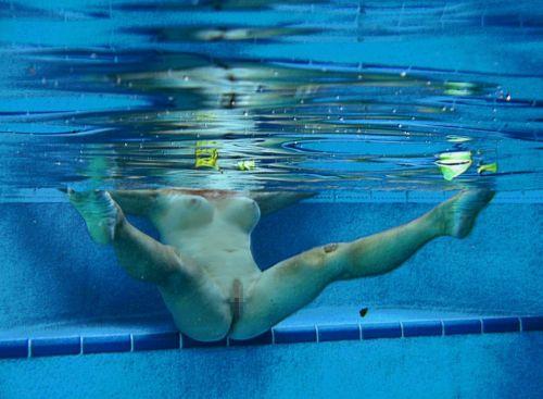 グラマラスな肉体で全裸マリンスポーツを楽しむ外国人のエロ画像 31枚 No.12