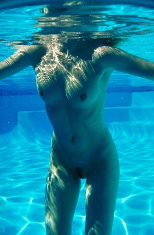 グラマラスな肉体で全裸マリンスポーツを楽しむ外国人のエロ画像 31枚 No.16