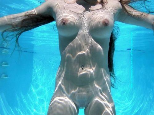 グラマラスな肉体で全裸マリンスポーツを楽しむ外国人のエロ画像 31枚 No.20