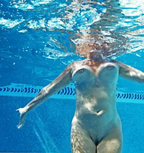 グラマラスな肉体で全裸マリンスポーツを楽しむ外国人のエロ画像 31枚 No.29