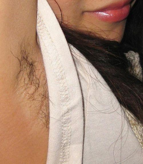 ワキ毛ボーボーな素人女性の腋の匂いに興奮しちゃうエロ画像 31枚 No.11