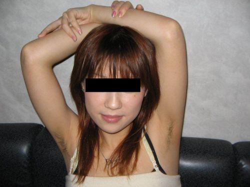 ワキ毛ボーボーな素人女性の腋の匂いに興奮しちゃうエロ画像 31枚 No.15