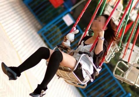 ニーソを履いて座ってる女の子のパンチラや絶対領域のエロさは異常www 36枚 No.6