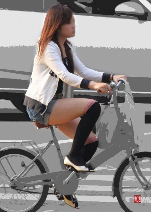 ニーソを履いて座ってる女の子のパンチラや絶対領域のエロさは異常www 36枚 No.10