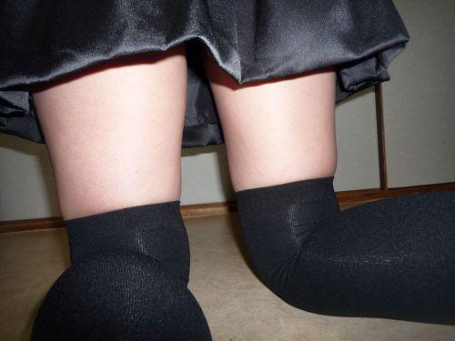 ニーソを履いて座ってる女の子のパンチラや絶対領域のエロさは異常www 36枚 No.17
