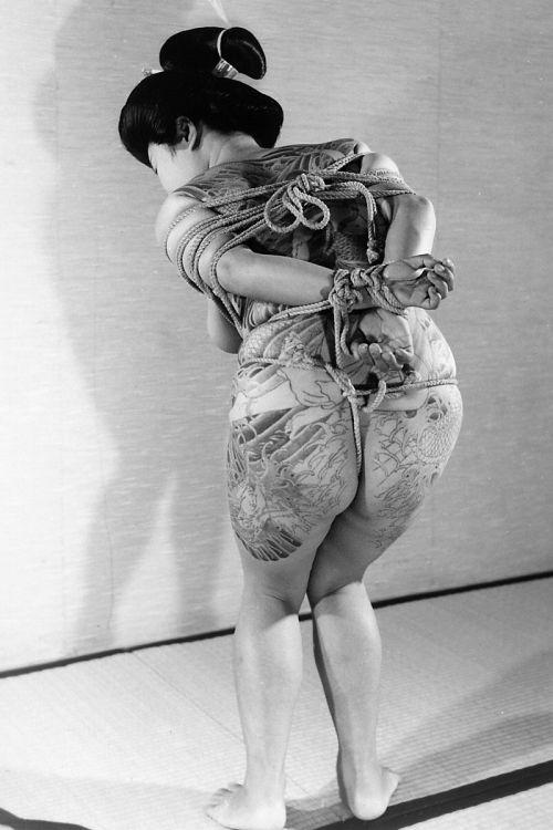 アジア系外国人のタトゥーが神秘的でセクシーなヌードエロ画像 41枚 No.9