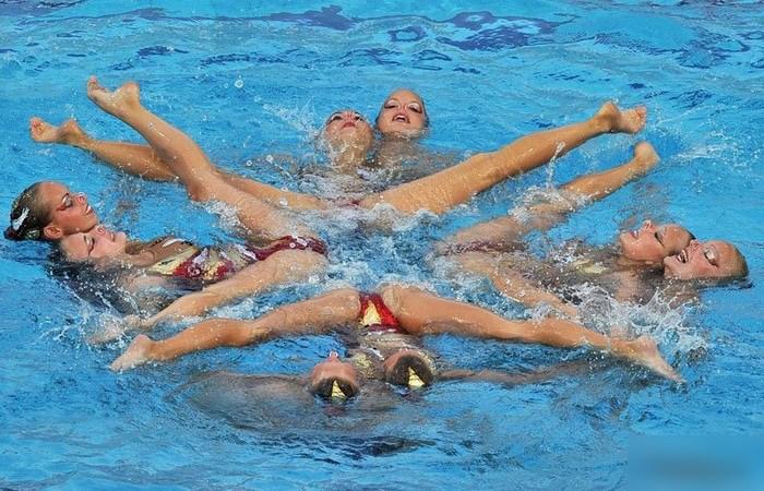 女子シンクロという股間のワレメを主張していくスタイルのえろ競技wwwwww 38枚