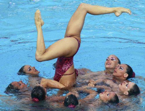 女子シンクロという股間のワレメを主張していくスタイルのエロ競技www 38枚 No.3
