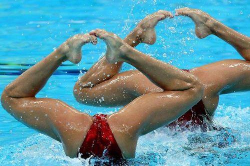 女子シンクロという股間のワレメを主張していくスタイルのエロ競技www 38枚 No.8