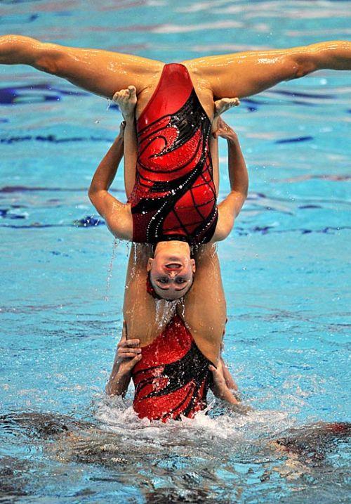 女子シンクロという股間のワレメを主張していくスタイルのエロ競技www 38枚 No.12