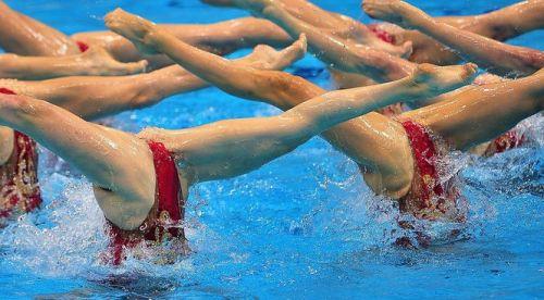 女子シンクロという股間のワレメを主張していくスタイルのエロ競技www 38枚 No.19