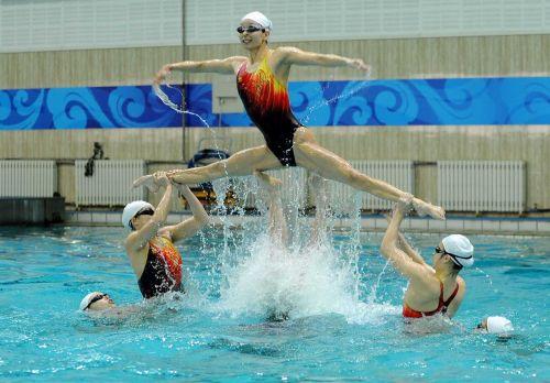 女子シンクロという股間のワレメを主張していくスタイルのエロ競技www 38枚 No.23