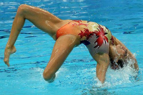 女子シンクロという股間のワレメを主張していくスタイルのエロ競技www 38枚 No.24