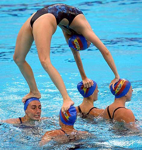 女子シンクロという股間のワレメを主張していくスタイルのエロ競技www 38枚 No.30