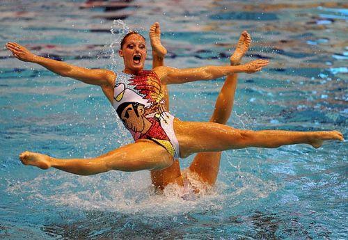 女子シンクロという股間のワレメを主張していくスタイルのエロ競技www 38枚 No.33