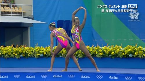女子シンクロという股間のワレメを主張していくスタイルのエロ競技www 38枚 No.35