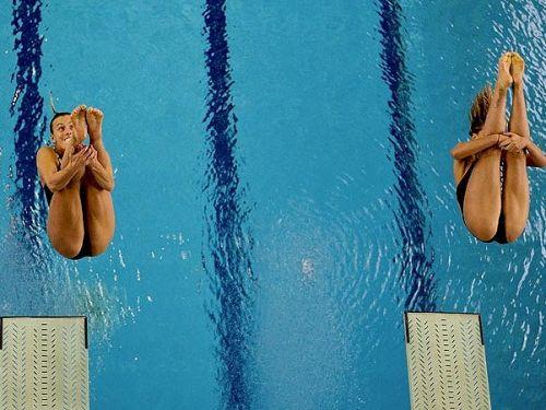 【画像】高飛び込み女子選手の引き締まった太ももと股間が卑猥過ぎるwww 37枚 No.1