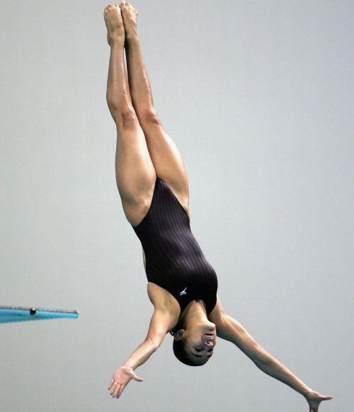 【画像】高飛び込み女子選手の引き締まった太ももと股間が卑猥過ぎるwww 37枚 No.5
