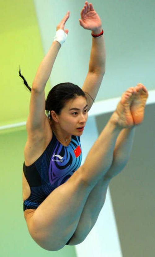 【画像】高飛び込み女子選手の引き締まった太ももと股間が卑猥過ぎるwww 37枚 No.13