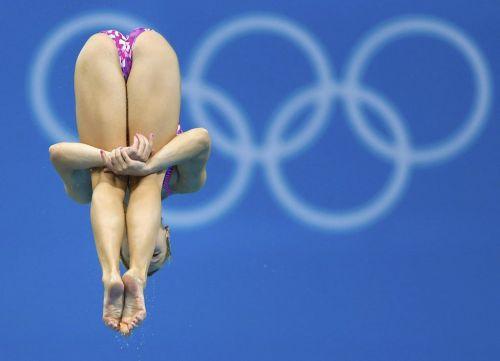 【画像】高飛び込み女子選手の引き締まった太ももと股間が卑猥過ぎるwww 37枚 No.17