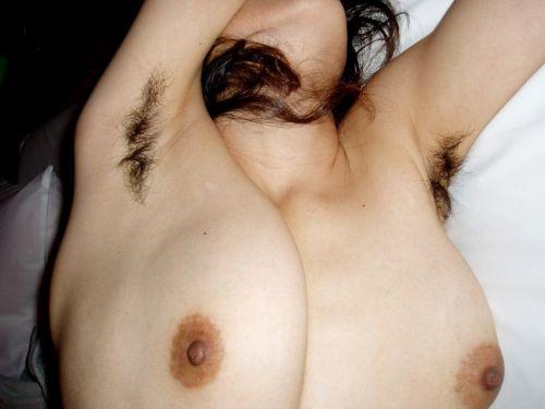 【画像】スタイル抜群な美女がワキ毛を未処理という崩しのエロ美学 35枚 No.14