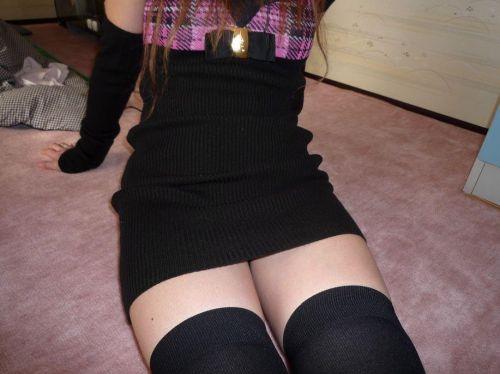 【絶対領域】ベットに横たわるニーソックス女子の股間のエロさwww 31枚 No.11