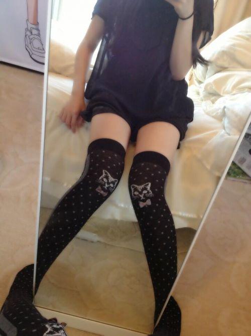 【絶対領域】ベットに横たわるニーソックス女子の股間のエロさwww 31枚 No.20