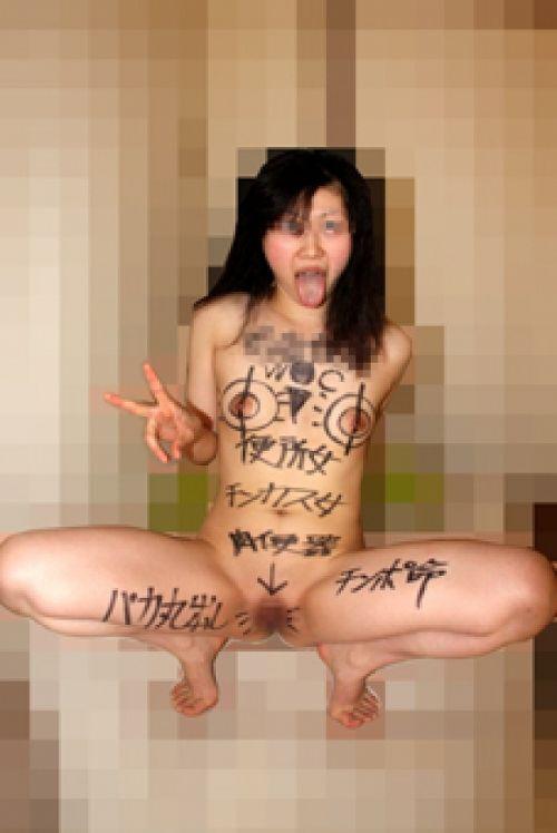 ドM肉便器な性奴隷女に落書きしてM字開脚させたらエロ過ぎだわwww 34枚 No.3