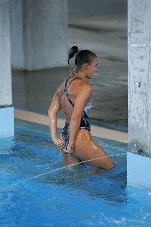 プールから上がる瞬間のヌレヌレのお尻とテカテカの太ももエロ画像 34枚 No.22