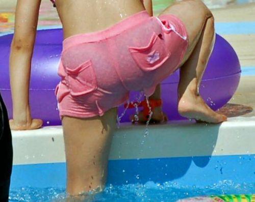 プールから上がる瞬間のヌレヌレのお尻とテカテカの太ももエロ画像 34枚 No.30