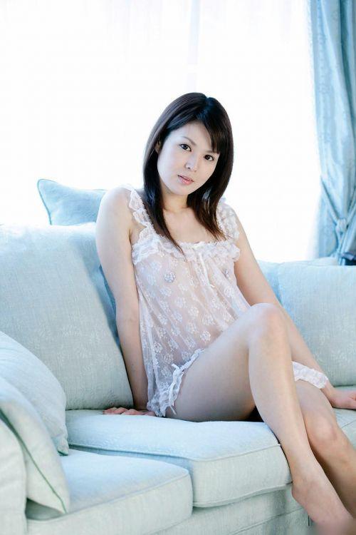 セクシーなスリップを着て誘惑する上品なオトナ女性のエロ画像 36枚 No.10