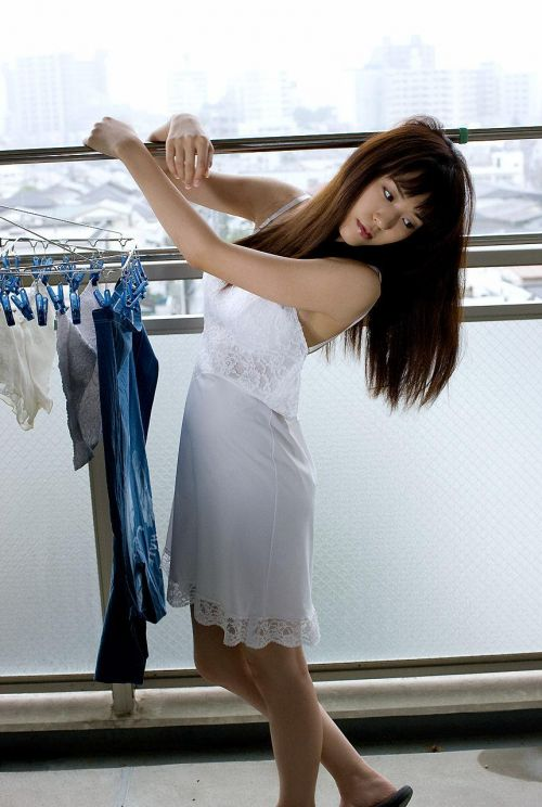 セクシーなスリップを着て誘惑する上品なオトナ女性のエロ画像 36枚 No.22