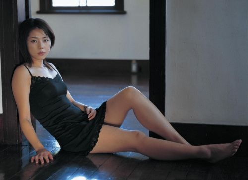 セクシーなスリップを着て誘惑する上品なオトナ女性のエロ画像 36枚 No.24