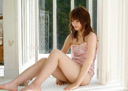 セクシーなスリップを着て誘惑する上品なオトナ女性のエロ画像 36枚 No.32