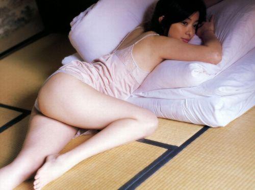 セクシーなスリップを着て誘惑する上品なオトナ女性のエロ画像 36枚 No.35