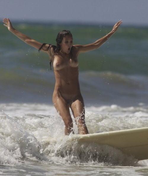 全裸でサーフィンしちゃう開放的な外国人達が超エロ楽しいそうww 36枚 No.4