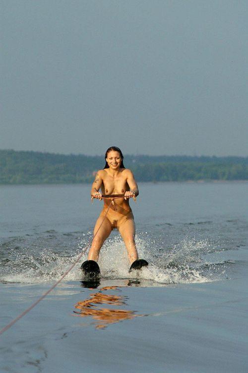 全裸でサーフィンしちゃう開放的な外国人達が超エロ楽しいそうww 36枚 No.10