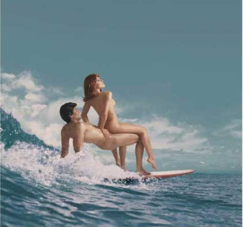 全裸でサーフィンしちゃう開放的な外国人達が超エロ楽しいそうww 36枚 No.25