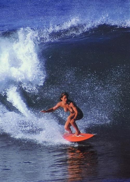 全裸でサーフィンしちゃう開放的な外国人達が超エロ楽しいそうww 36枚 No.28
