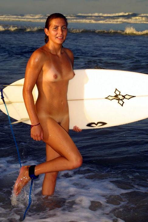 全裸でサーフィンしちゃう開放的な外国人達が超エロ楽しいそうww 36枚 No.29