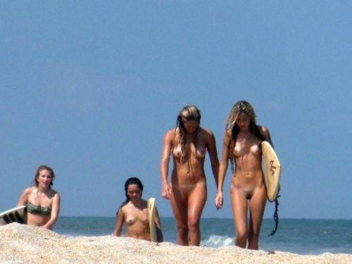全裸でサーフィンしちゃう開放的な外国人達が超エロ楽しいそうww 36枚 No.33