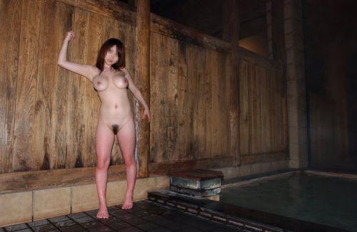 女子旅行の露天風呂で仲良く記念撮影した画像が抜けるわwww 32枚 No.4