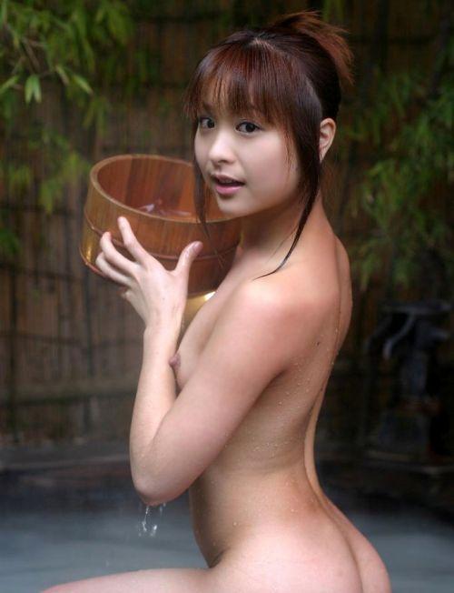 女子旅行の露天風呂で仲良く記念撮影した画像が抜けるわwww 32枚 No.21