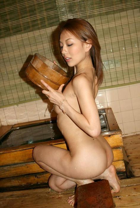 女子旅行の露天風呂で仲良く記念撮影した画像が抜けるわwww 32枚 No.25