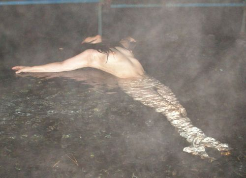 女子旅行の露天風呂で仲良く記念撮影した画像が抜けるわwww 32枚 No.28