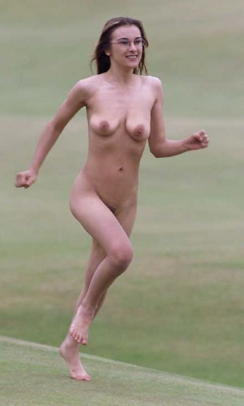 全裸で街を走り抜けるストリーキングな外国人女性のエロ画像 31枚 No.7
