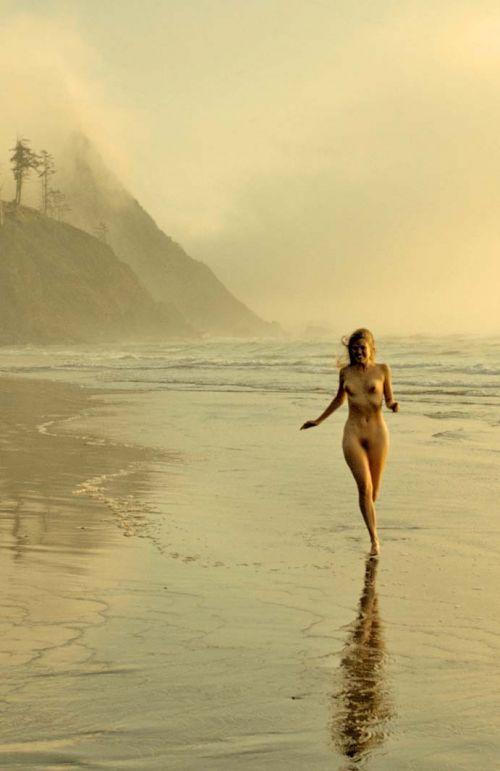 全裸で街を走り抜けるストリーキングな外国人女性のエロ画像 31枚 No.19