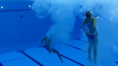 【画像】高飛び込みの水中で水着が脱げまくる様子を放送した結果www 47枚 No.5
