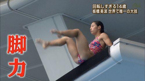 【画像】高飛び込みの水中で水着が脱げまくる様子を放送した結果www 47枚 No.16
