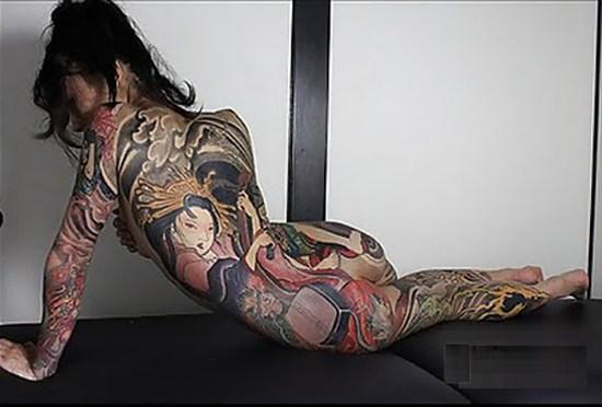 極道の妻達の覚悟がハンパない全身刺青(タトゥー)のえろ写真 33枚